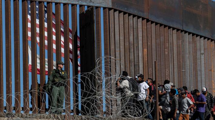 Trump extiende el cierre de la frontera terrestre con México y estudia suspender entrada de viajeros de Brasil por la pandemia