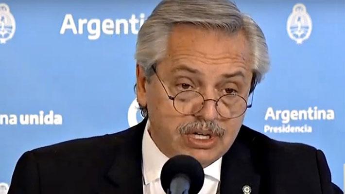 """Embajador de Chile en Argentina corrige """"error"""" de Gobierno de Fernández en cifras de ambos países en manejo del covid-19"""
