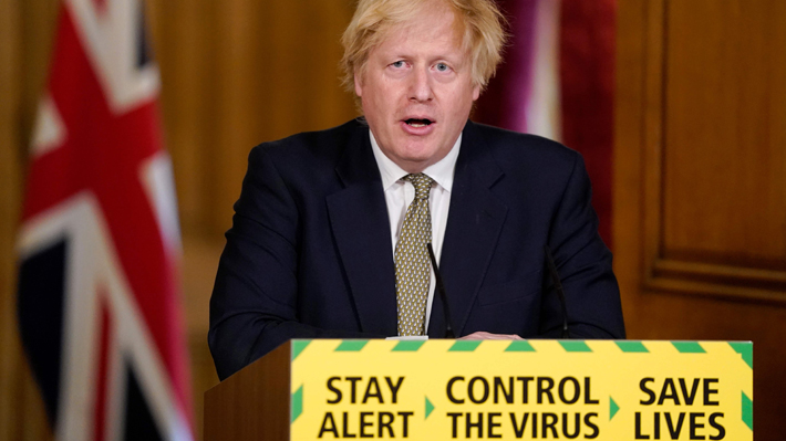 Boris Johnson estudia más medidas de desescalada ante las críticas a su asesor