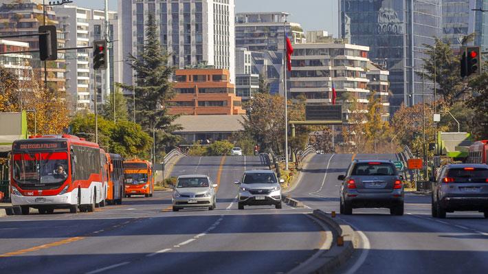 Estudio revela que movilidad en comunas de bajos ingresos de la RM se redujo sólo entre un 15% y 25% en cuarentena