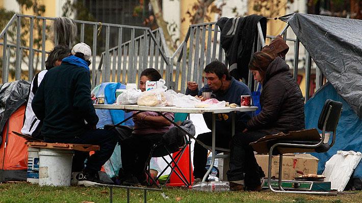 El flagelo de la pobreza en Chile: Expertos abordan las duras proyecciones y cuán difícil será reducirla tras la crisis