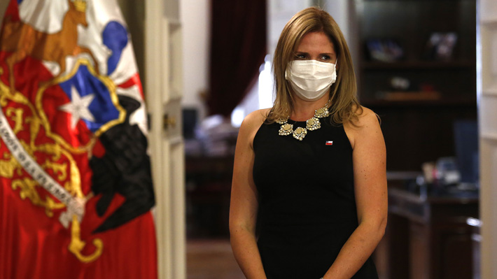 """Ministra Santelices se desmarca de video: """"Lamento la campaña iniciada por la directora de SernamEG"""""""