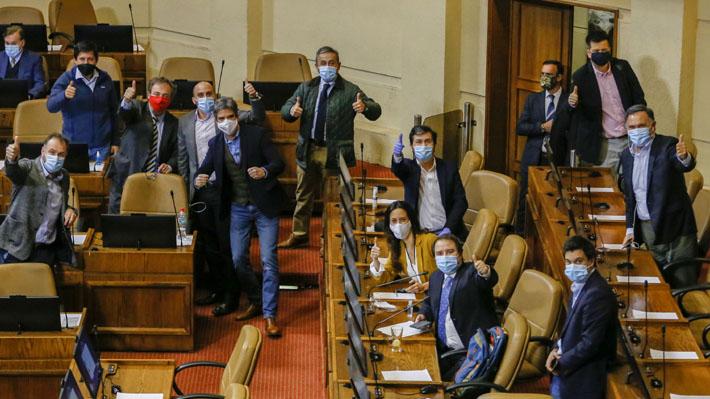 El llamativo debate donde los diputados aprobaron el límite a la reelección y que estuvo marcado por críticas a los senadores