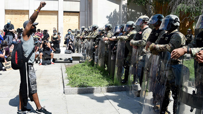 EE.UU.: Calma en protestas tras nuevos cargos en caso Floyd
