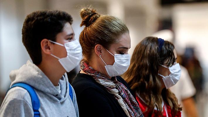 """Colegio Médico y U. de Chile recomiendan ampliar definición de """"caso sospechoso"""" e incluir anosmia como criterio"""
