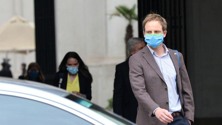 """Chofer del subsecretario Zúñiga está hospitalizado por posible covid-19: Autoridad recalca que no es """"contacto estrecho"""""""