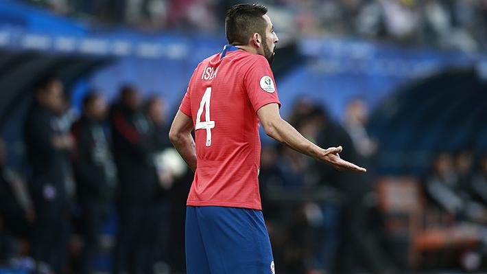 """Mauricio Isla aún no define su futuro, espera poder jugar """"en Boca y en la U"""" y escogió al mejor técnico que ha tenido en su carrera"""