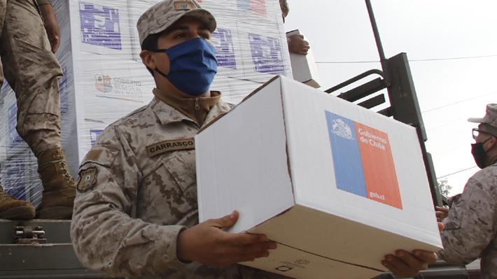 ¿Cuál es el criterio para repartir cajas de alimentos? Intendente de la RM y alcaldes explican fórmula tras polémica