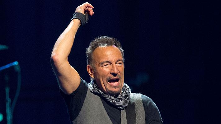 """Un molesto Bruce Springsteen le envía mensaje a Donald Trump: """"Póngase una maldita mascarilla"""""""