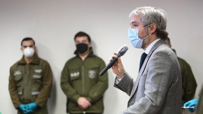 """Blumel califica de """"acto discriminatorio inaceptable"""" denuncia sobre médico que habría negado atención a carabineros"""