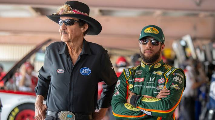 FBI descarta amenaza de origen racial contra piloto afroamericano de la NASCAR