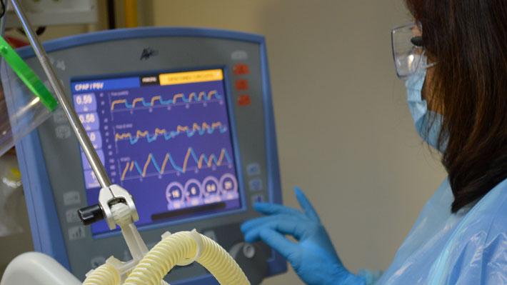 """Zúñiga descarta que """"tengamos hoy un problema de ventiladores mecánicos"""": Hay otros 486 equipos de oxigenoterapia"""