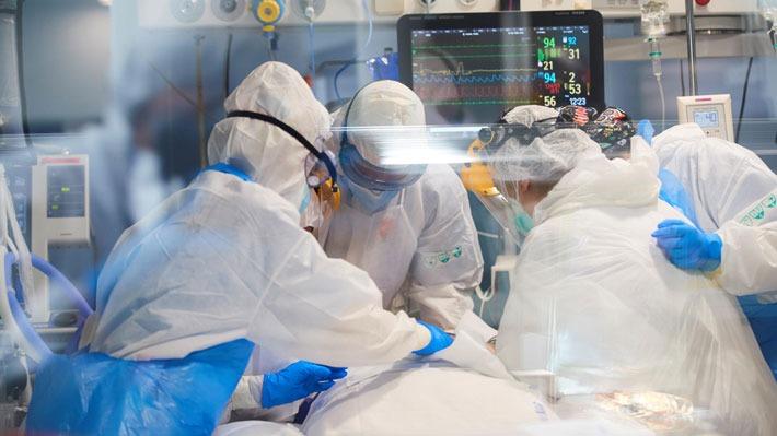 """Falta de personal: El punto """"más crítico"""" para seguir enfrentando la pandemia en julio pese a la """"leve mejoría"""""""
