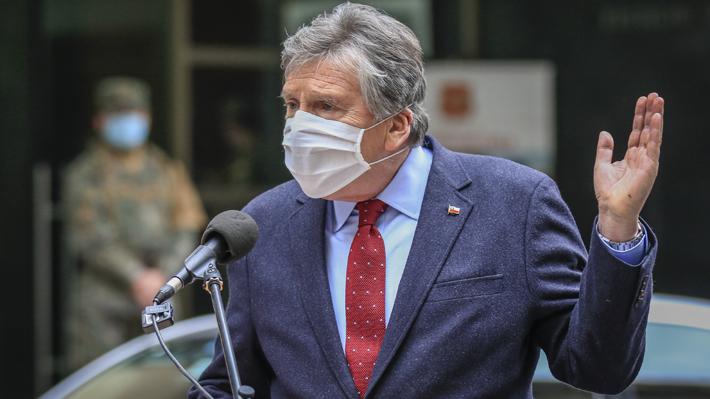 """Espina destaca despliegue de seguridad en Santiago y advierte que lucha contra el covid está entrando a un """"momento crucial"""""""