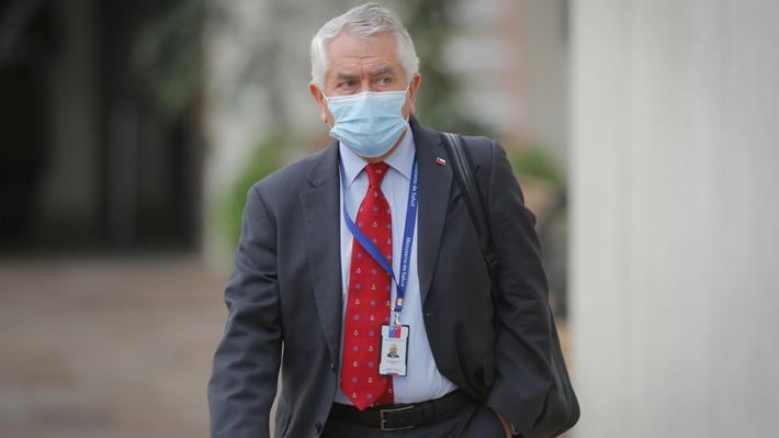 """Ministro de Salud destaca que últimas cifras evidencian """"leve mejoría"""" en número de casos de covid-19"""