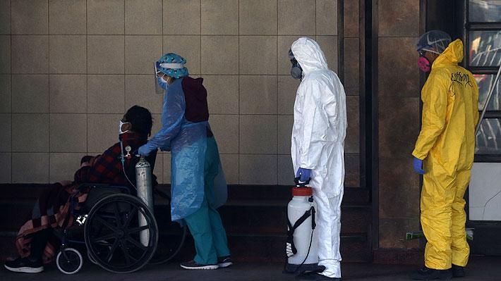 """Salud afirma que """"ha bajado"""" la presión asistencial en la RM: """"Hace 10 días no se trasladan pacientes a otras regiones"""""""