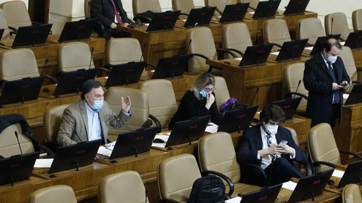 """Crisis en bancada de RN: Más diputados se suman a renuncias y otro grupo se encuentra en """"reflexión"""""""