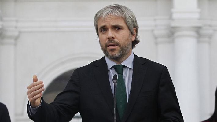 """Blumel asegura que no se podrá """"financiar"""" acuerdo por plan de emergencia de aprobarse retiro de fondos de AFP"""