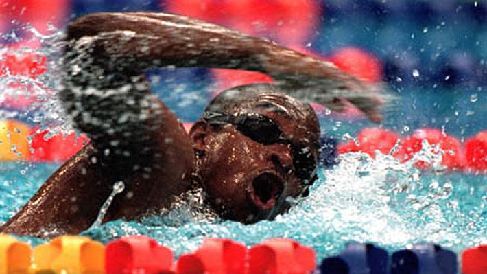 """""""Mucha agua para mí""""... El insólito caso del peor nadador de la historia en los JJ.OO. y que cambió a su país para siempre"""