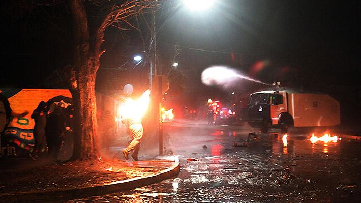 Incendio en servicentro y barricadas en distintos puntos del país marcan nueva noche de manifestaciones