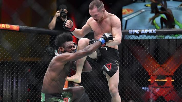 Video: El brutal rodillazo ilegal por la que peleador ruso perdió su título  en la UFC   Emol.com