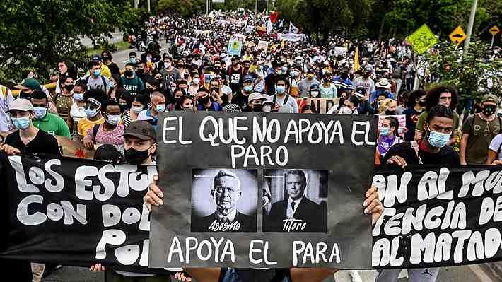 Masivas protestas contra reforma tributaria en Colombia concluyen con dos muertos