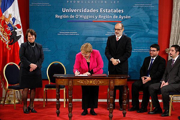 Presidenta Bachelet promulga ley que crea dos nuevas Ues estatales en O'Higgins y Aysén