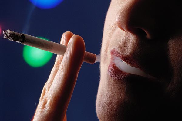 Experto llama a no comparar riesgo de cáncer por consumo de carne con el que tiene fumar tabaco