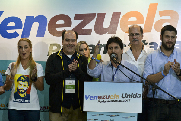 Maduro reconoció contundente victoria de la oposición al chavismo en Venezuela