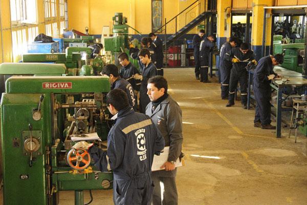El éxito del sistema educacional dual europeo en el empleo: ¿Se puede importar este modelo a Chile?