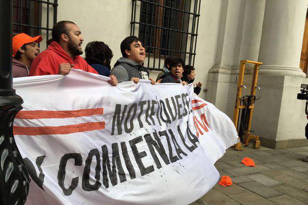 Estudiantes protagonizan incidente al interior del Palacio de La Moneda