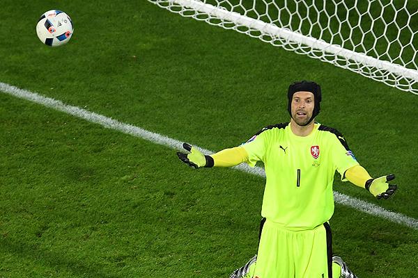 El arquero Petr Cech anuncia su retiro de la selección checa de fútbol