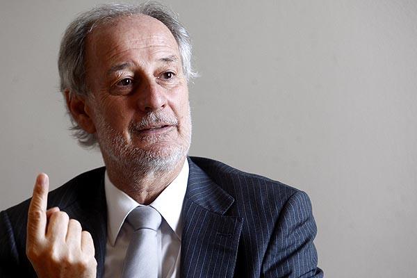 Luis Larraín renuncia a la presidencia de Cruzados