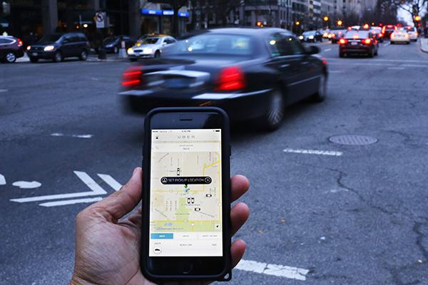 Uber se fusionará con su principal rival en China ante nueva legislación que le permite operar en ese país