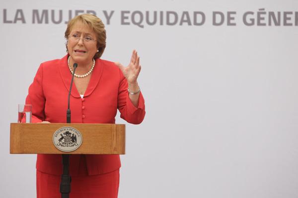 Cooperación internacional recibida por Chile triplica a la que entrega a otros países