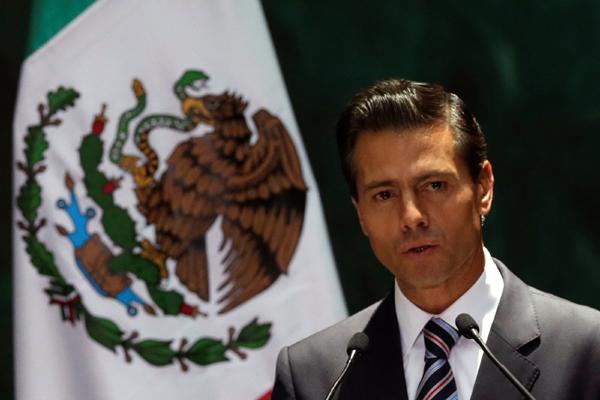 Enrique Peña Nieto rechaza haber cometido plagio en su tesis de abogado