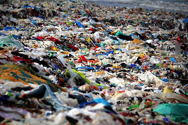 Una playa en Bombay ha sido limpiada durante un año por 1.500 personas: el cambio ha sido increíble
