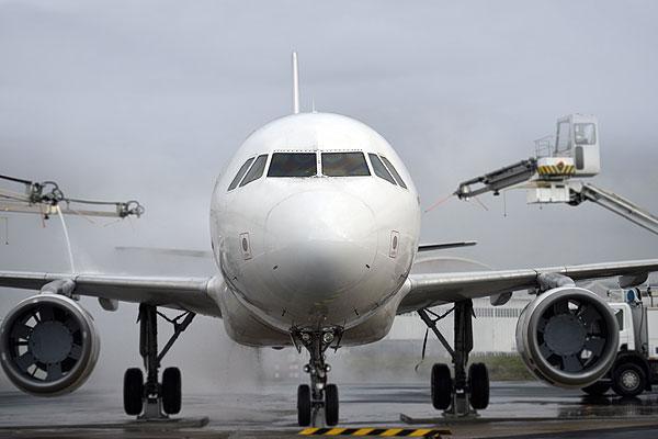 La industria de aviación llega a acuerdo para limitar las emisiones de carbono