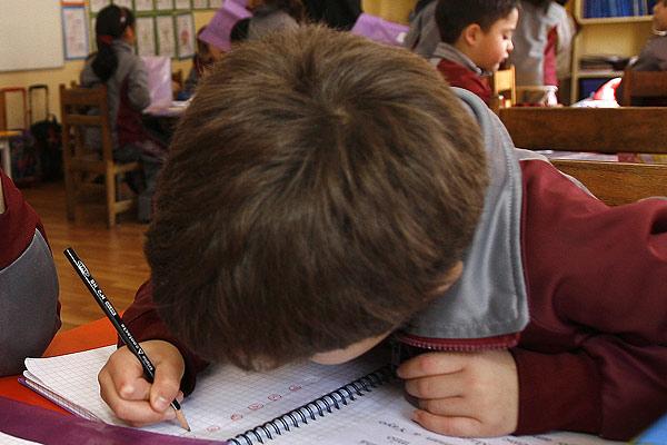 Radiografía a la repitencia escolar: Afecta más a los niños que a las niñas y 1° medio es el curso crítico