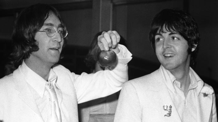 Dura carta que John Lennon envió a Paul McCartney tras el fin de The Beatles se vende en 30 mil dólares