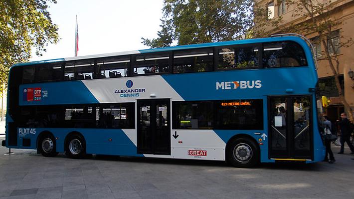 Al estilo de Londres: Por seis semanas se probará bus de dos pisos para el Transantiago