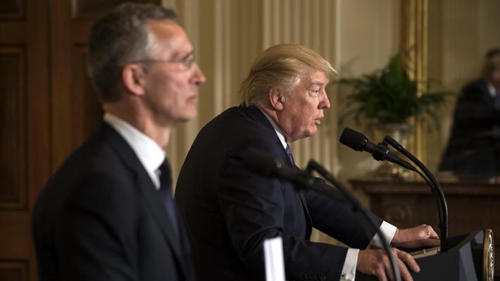 Trump cambia su posición sobre la OTAN y dice que