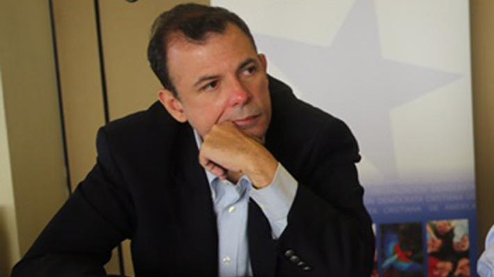 A la espera del asilo: Los 50 días de Roberto Enríquez como huésped en la embajada de Chile en Venezuela