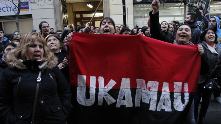 Ukamau: ¿Quiénes son y qué buscan los manifestantes que cortan el tránsito en la Alameda?