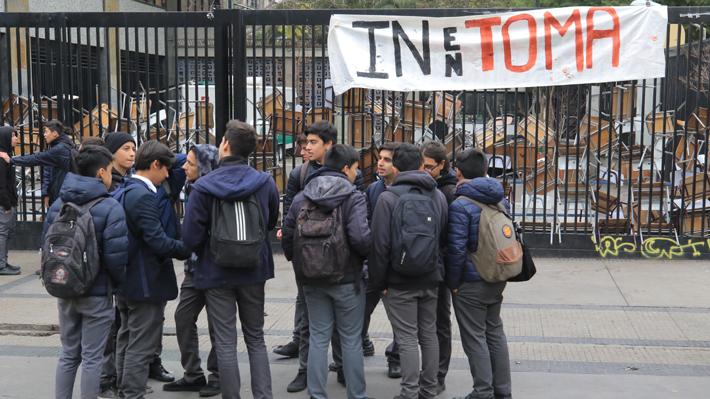 Convertirse en colegio mixto: La nueva demanda que levantaron los alumnos del Instituto Nacional
