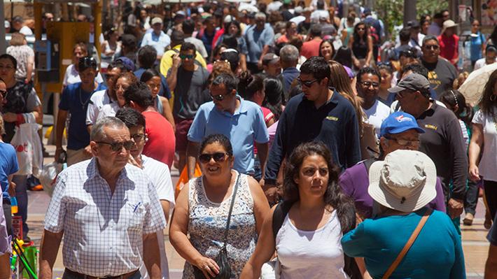 Desigualdad en Chile: Autora de estudio dice que el trato indigno molesta más que diferencia de sueldos