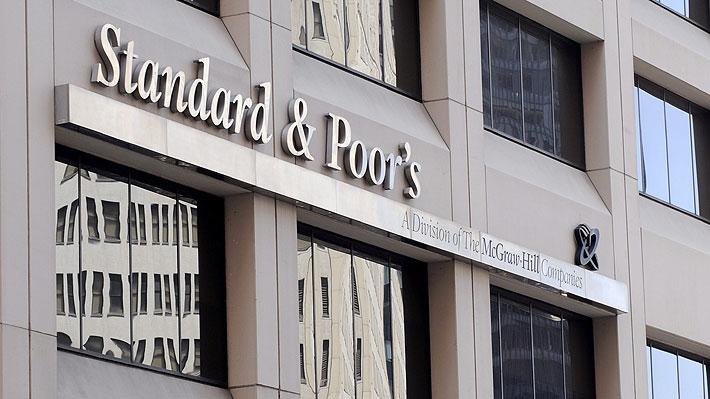 Agencia S&P confirma la primera baja en 25 años de la nota crediticia de Chile