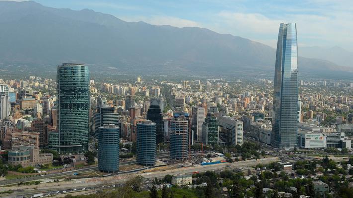 Expertos aterrizan los efectos para los chilenos de la histórica baja de la nota crediticia