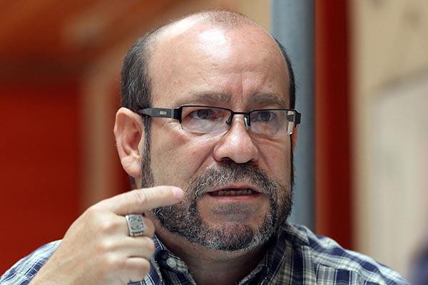 Movilh denuncia ante la PDI amenazas de muerte y acoso contra Rolando Jiménez