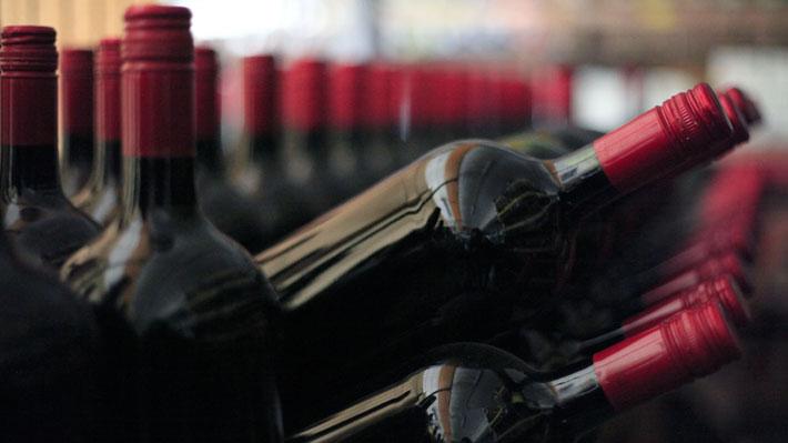 Decente, barato y de buena calidad: Cómo ven tres críticos mundiales el vino chileno